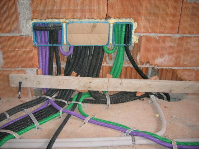impianto elettrico nel muro